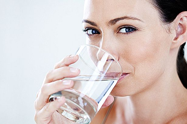Woman-drinking-a-glass-of-water