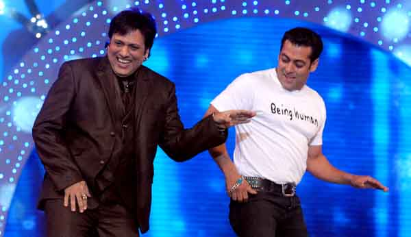 """Govinda (L) and Salman Khan (R) perform on the stage of Indian Television Colors' """"Mumbai Police Umang 2011"""" Bollywood star show in Mumbai on December 19, 2010. AFP PHOTO/STR"""